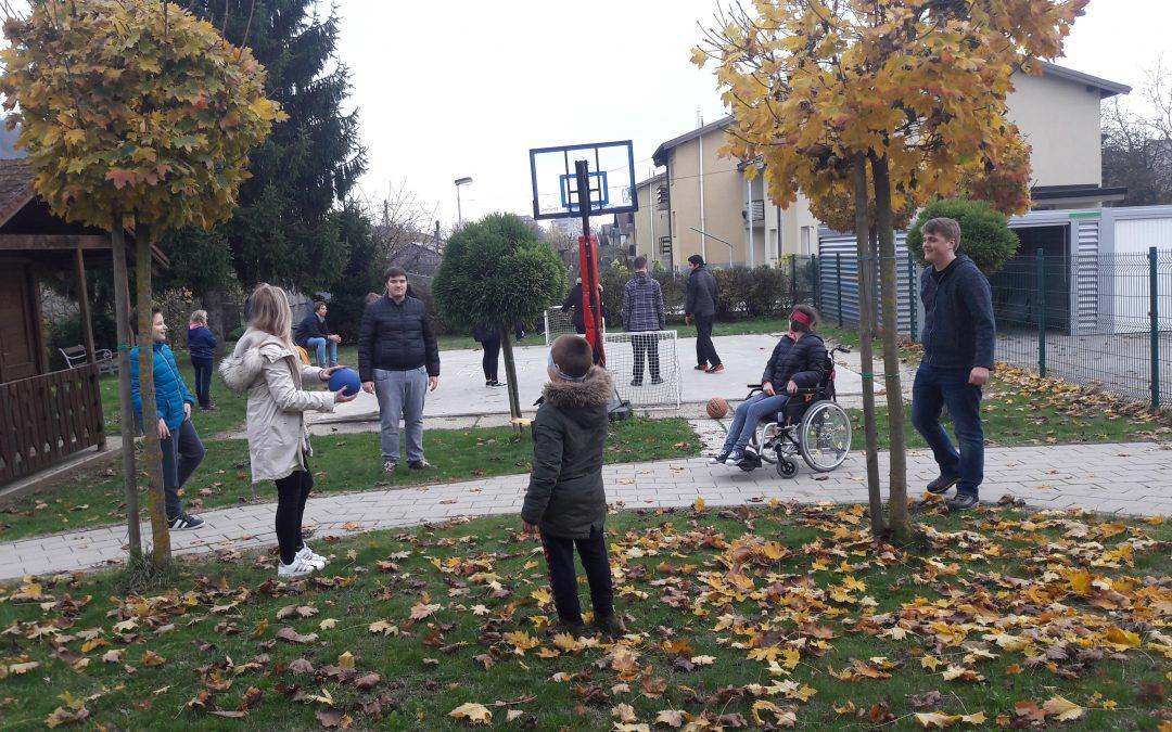 Druženje s prostovoljci Dvojezične srednje šole Lendava v podaljšanem bivanju/ Társalgás a lendvai KKI diákjaival
